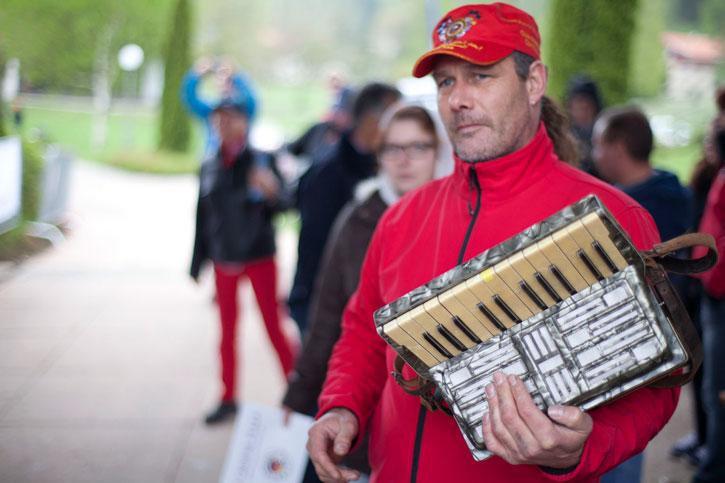 Unser neues Instrument: Mundharmonika gegen Ziehharmonika - fairer Tausch